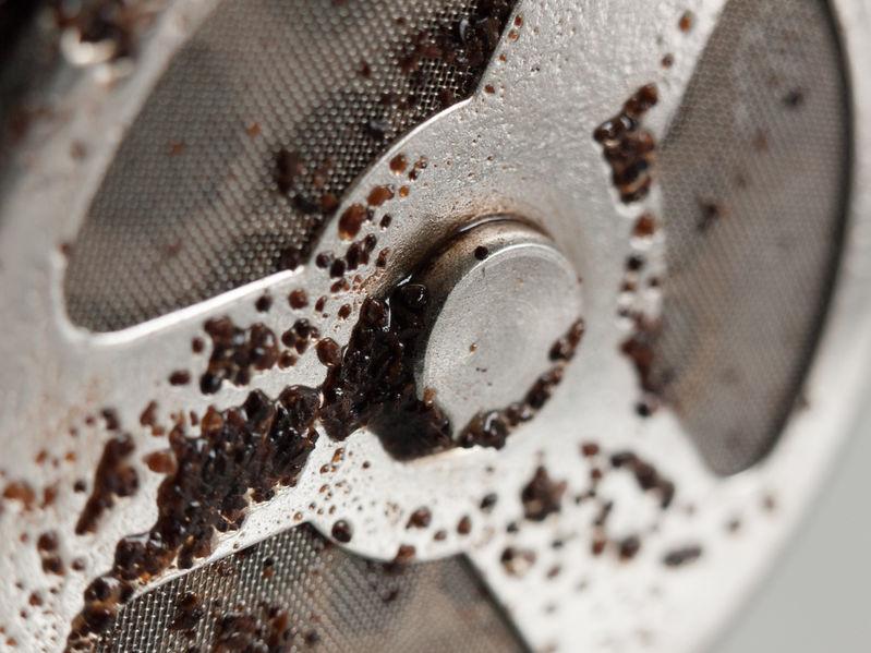 filtro de café da panela usado utensílios de cozinha de metal brilhante