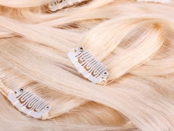 Blond hair extension, clips details