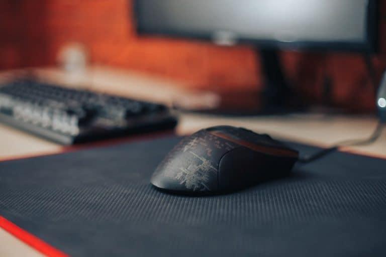 Imagem de mouse preto.
