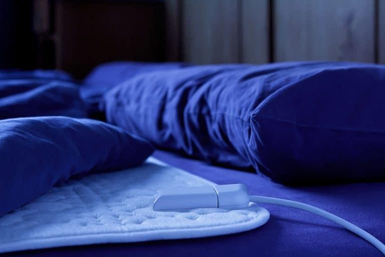 Lençol térmico sobre cama.