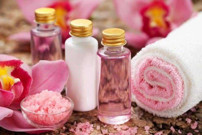 Shampoo e outros produtos de higiene.
