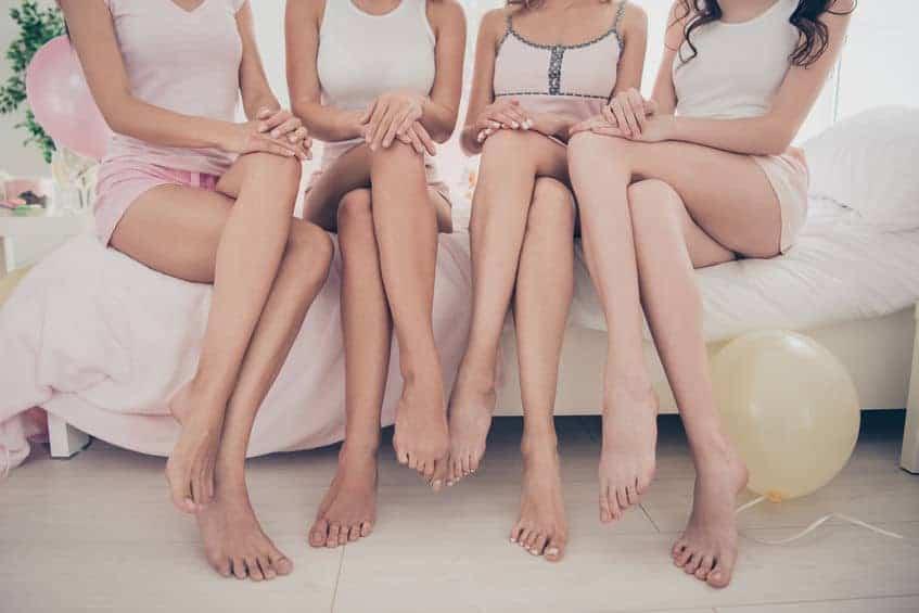 Pernas de mulheres.