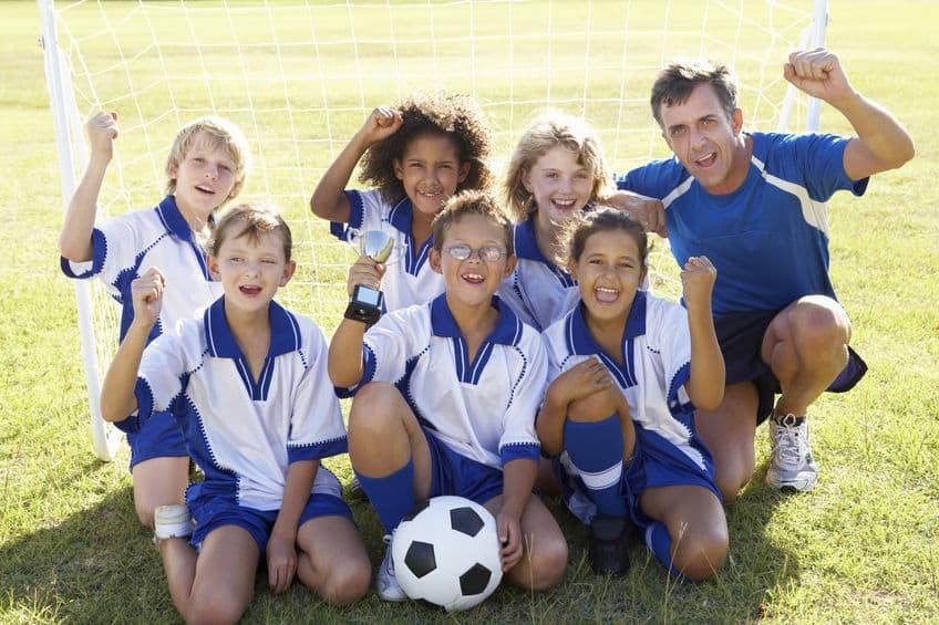 Imagem de time de futebol infantil.