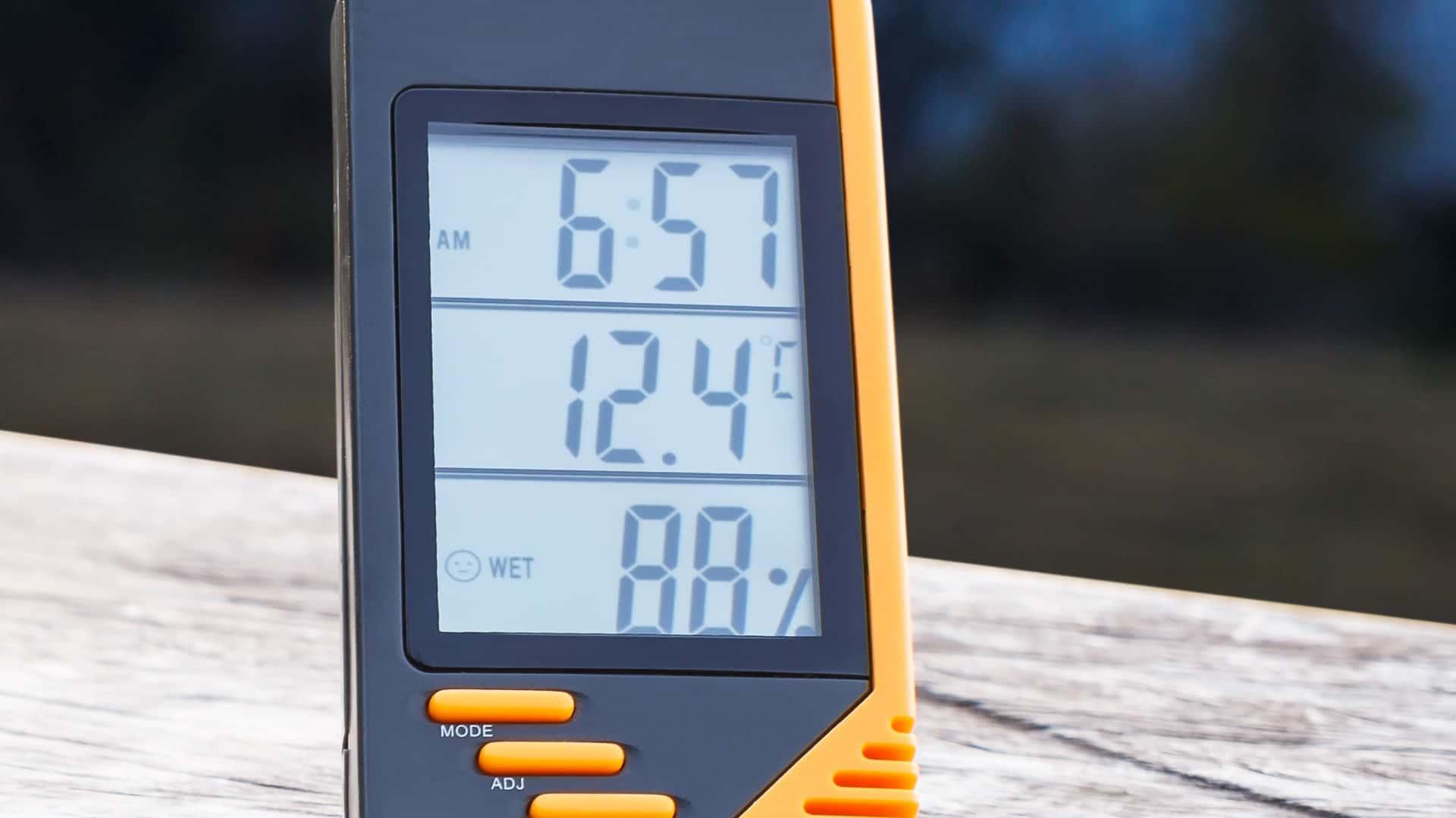 Imagem mostra estação metereológica.