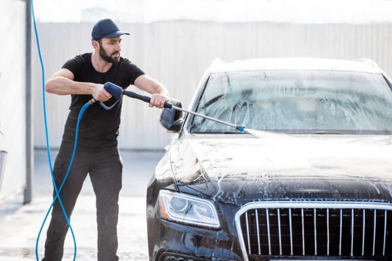 Lavando carro.