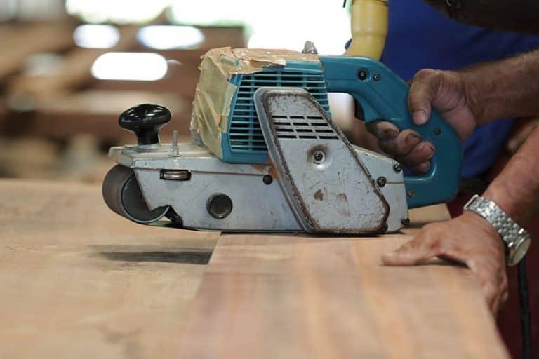 Imagem de lixadeira em madeira.