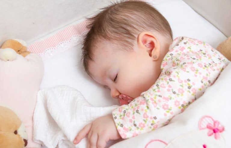 Bebê dormindo.