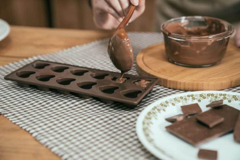 Chocolate em formas de silicone.