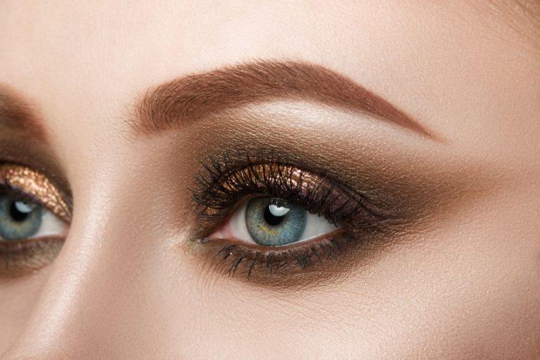 Olhos maquiados em cor neutra