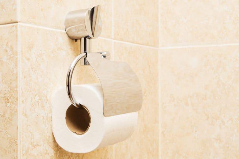 Rolo de papel higiênico.