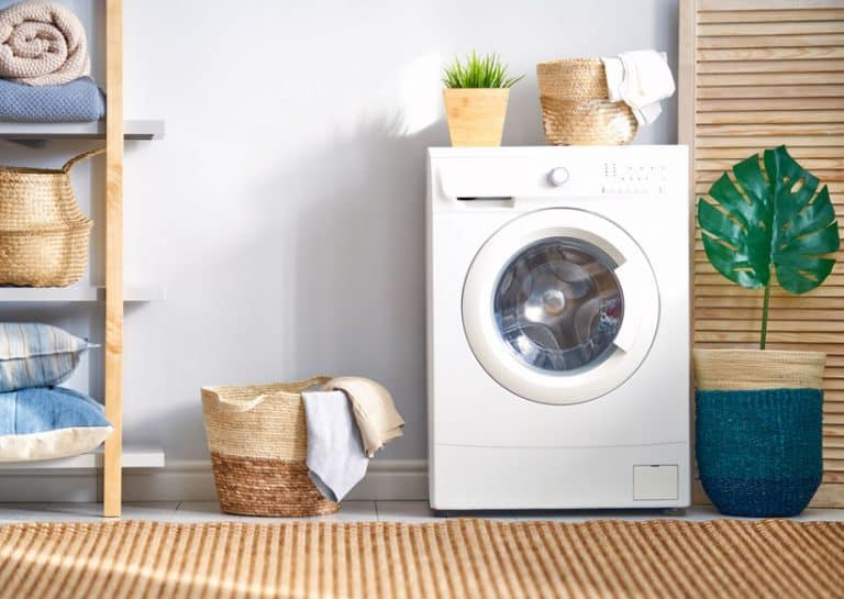 Secadora de roupas em lavanderia.