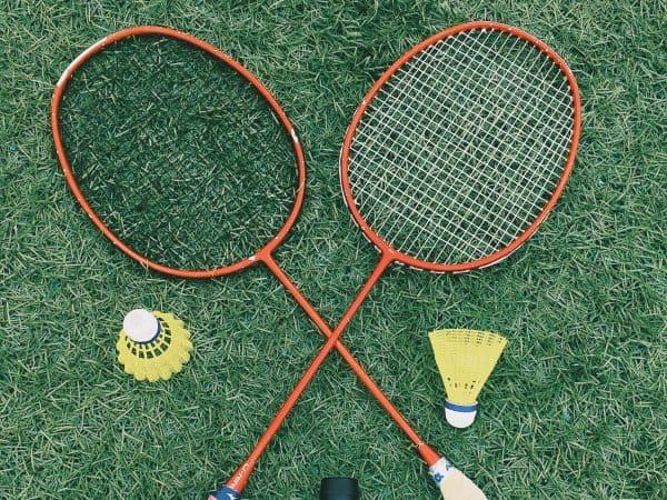 Raquetes de badminton.