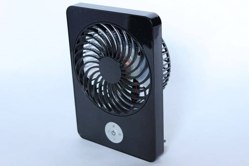 Mini ventilador preto.