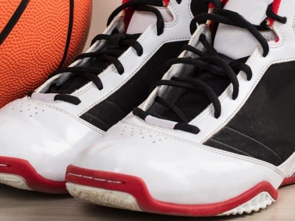 Tênis de basquete.
