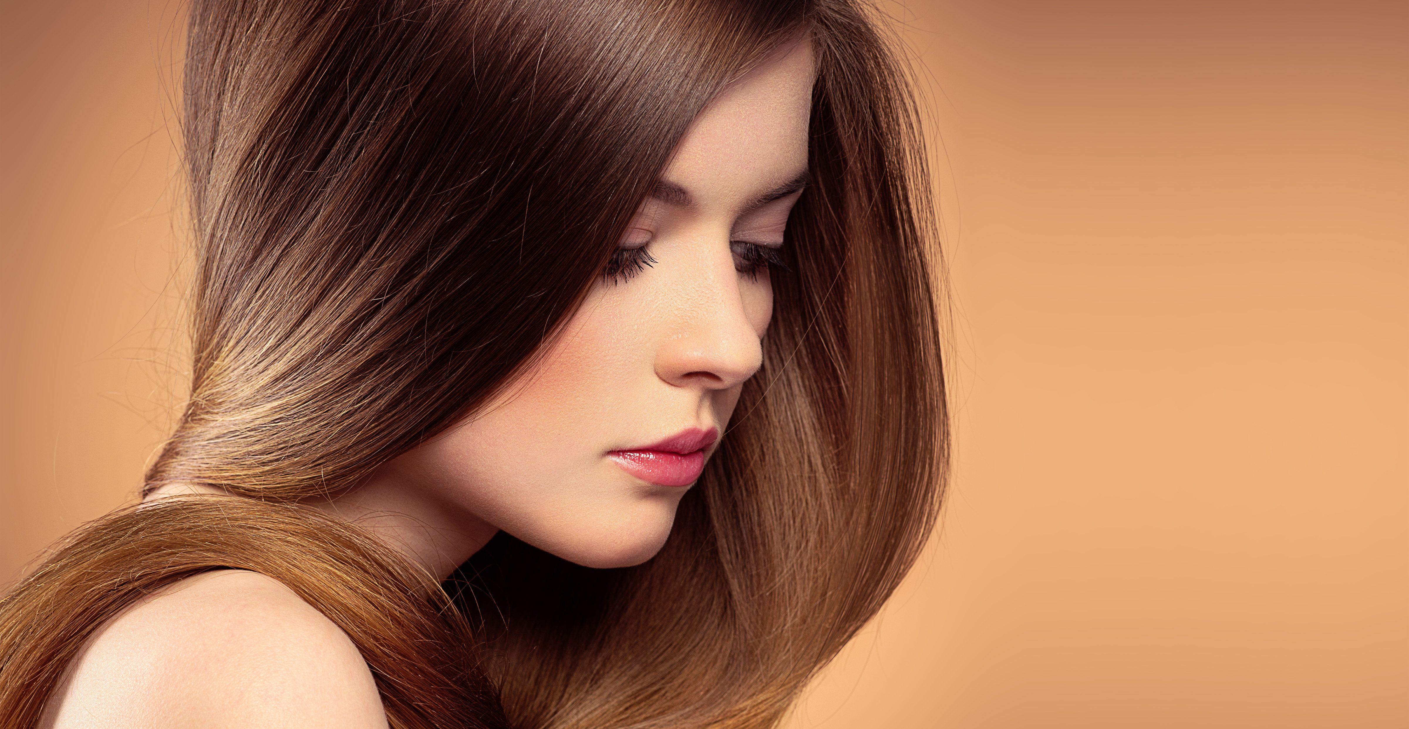 longos cabelos castanhos