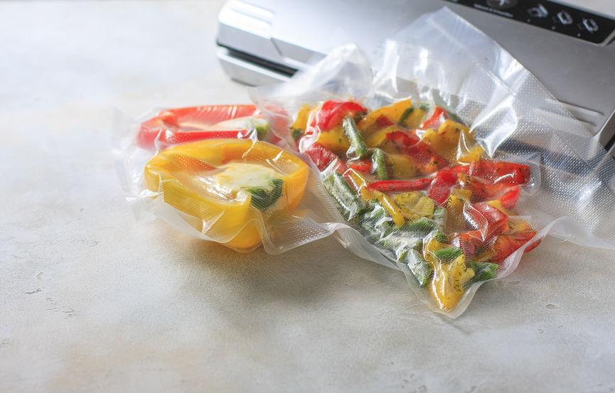 legumes dentro de um saco plástico