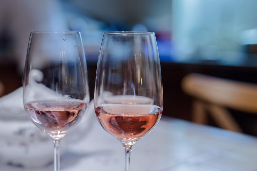 um par de taças de vinho