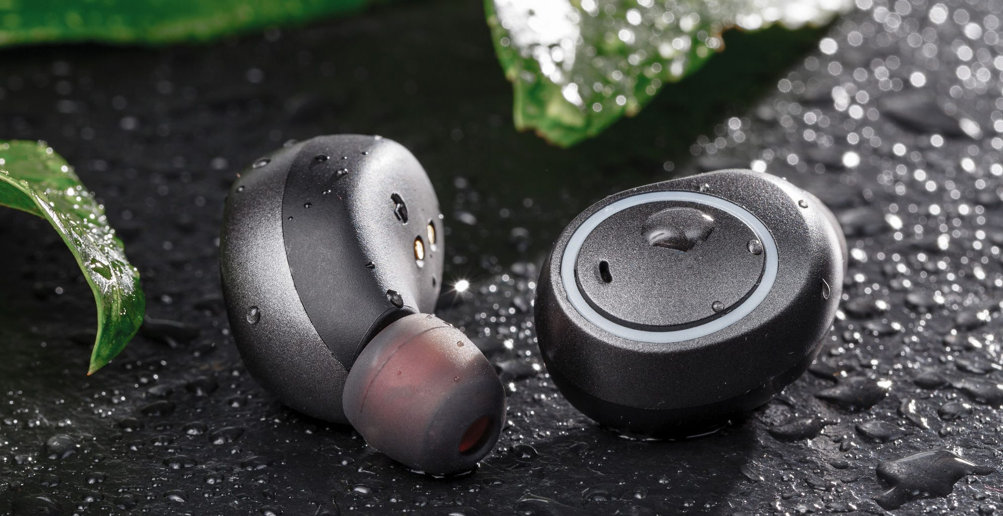 Sport waterproof cordless earphones