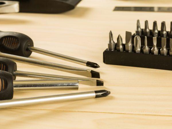 screwdriver and screwdriver heads