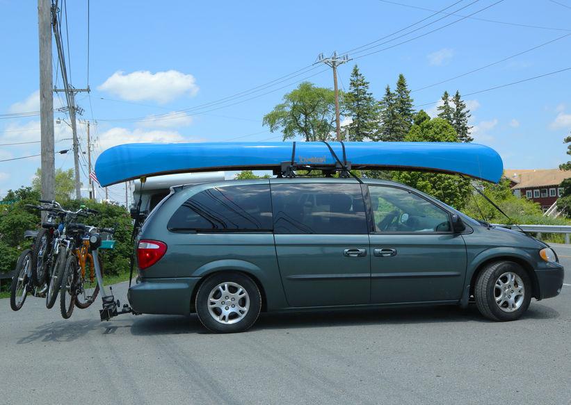 carro com equipamento de camping