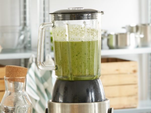 blender with green juice