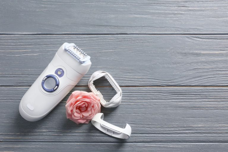 electric razor with a rose