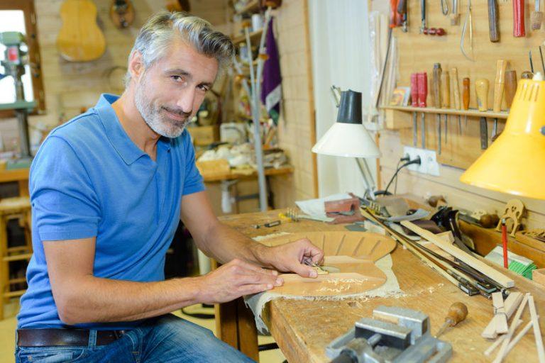 carpinter in his table
