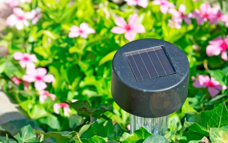 lamp with solar panel