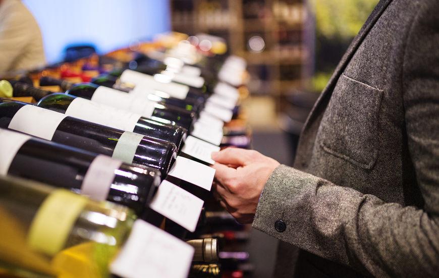 escolhendo vinho