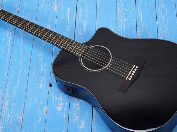 violão eletro-acústico preto