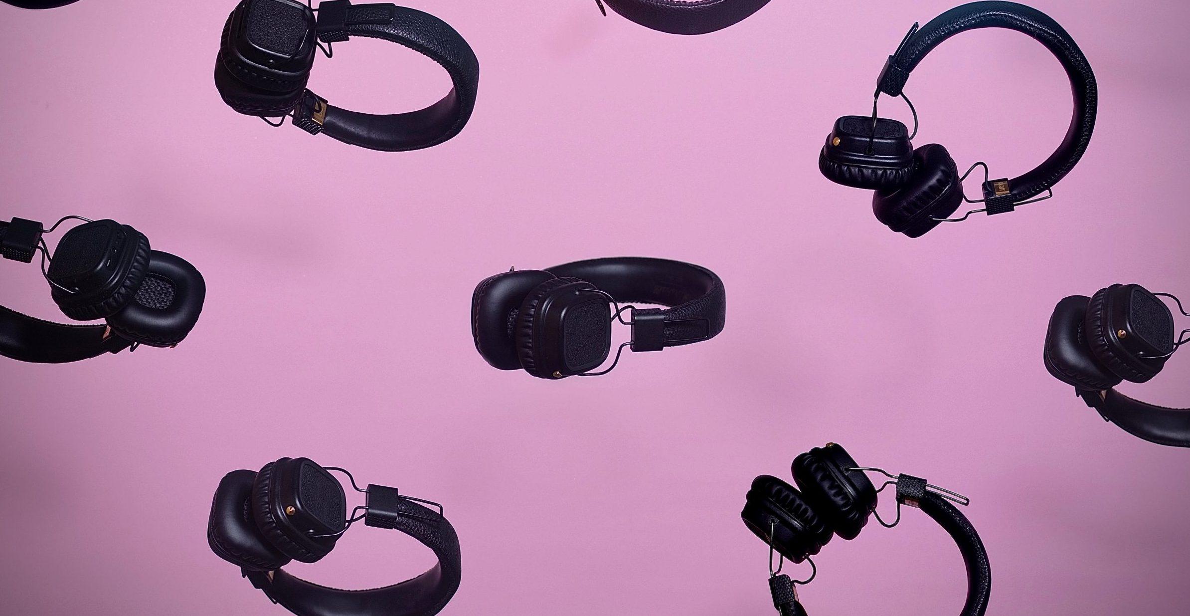 colagem de fones de ouvido