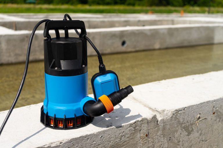 bomba de água azul