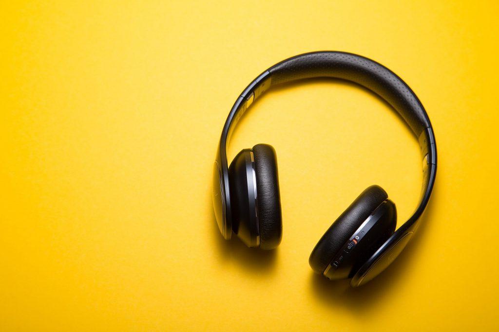 fones de ouvido com cancelamento de som