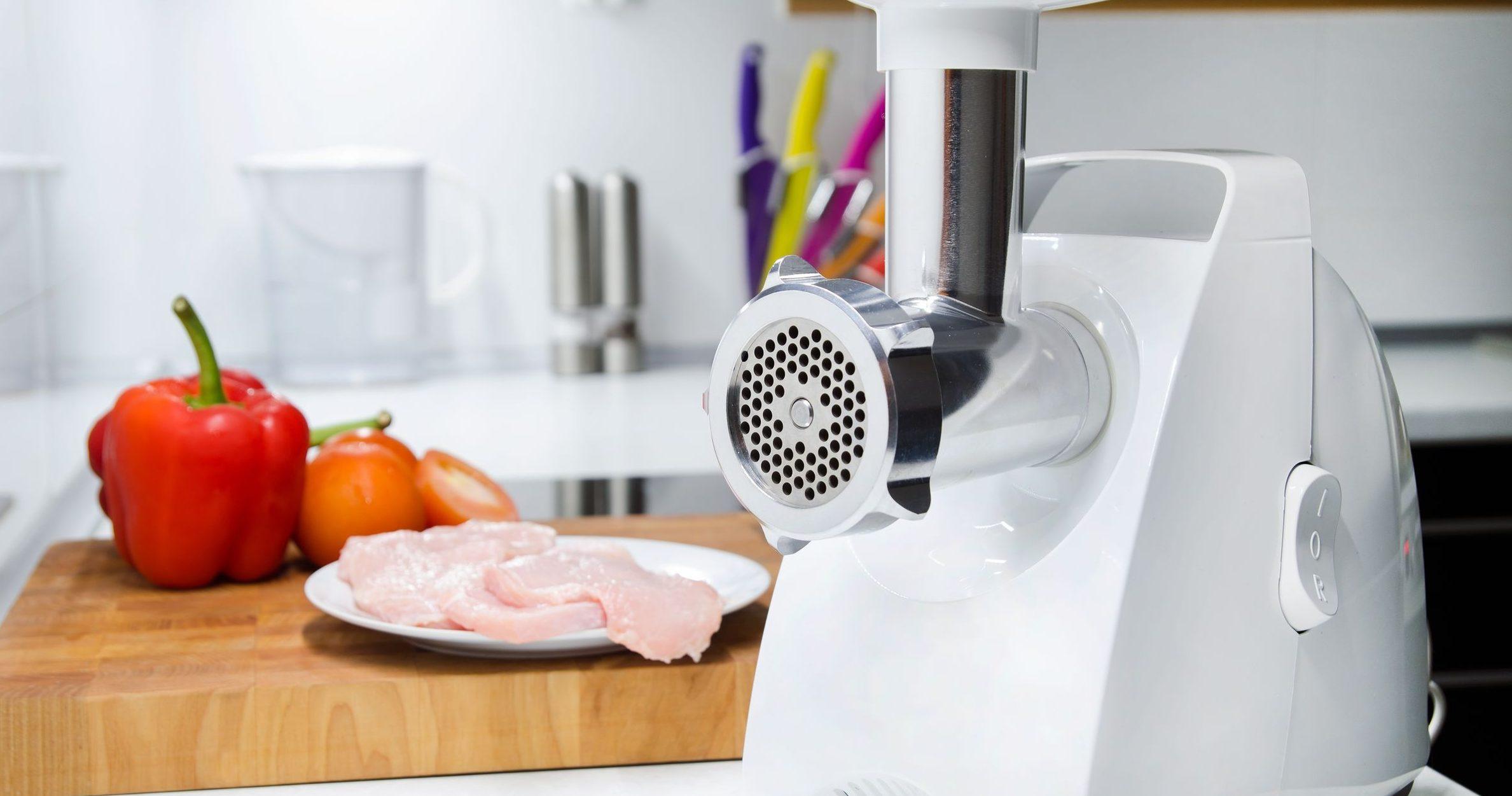 moedor de carne na cozinha