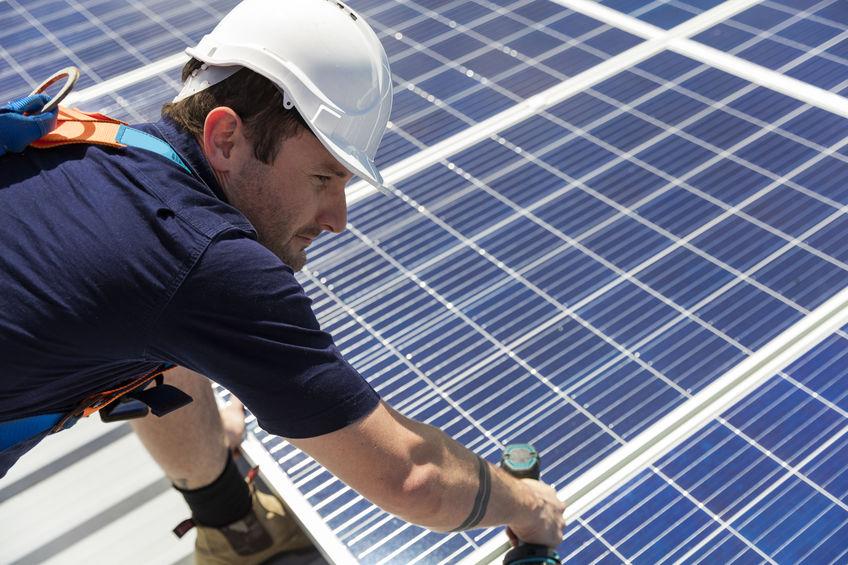 instalando um painel solar
