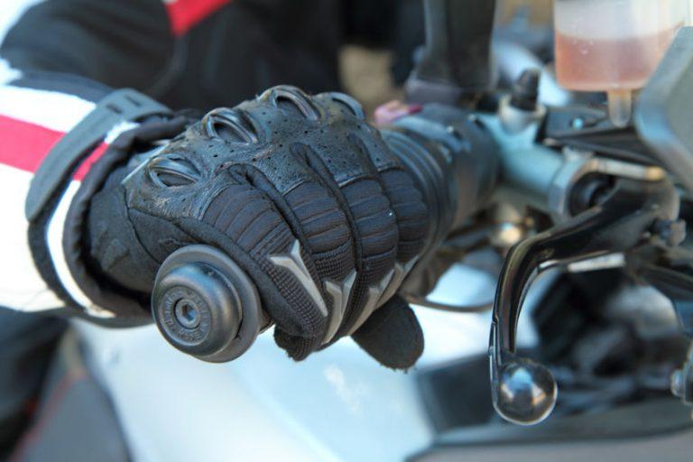 luvas de motociclista de couro