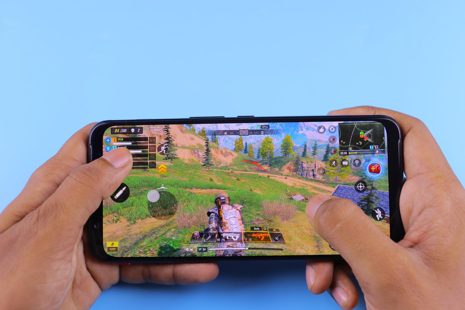Imagem mostra um celular rodando um jogo.