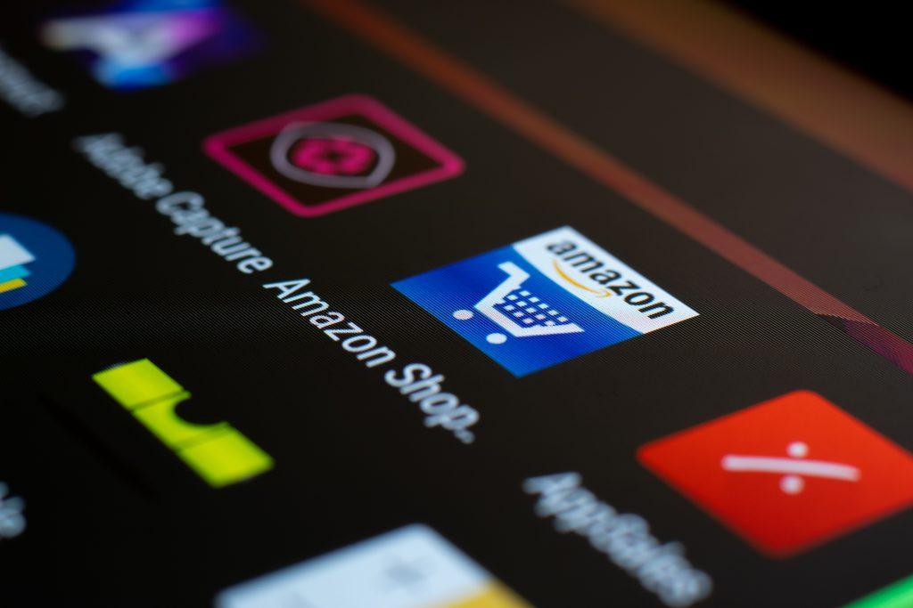imagem de uma tela de celular com ícone da Amazon