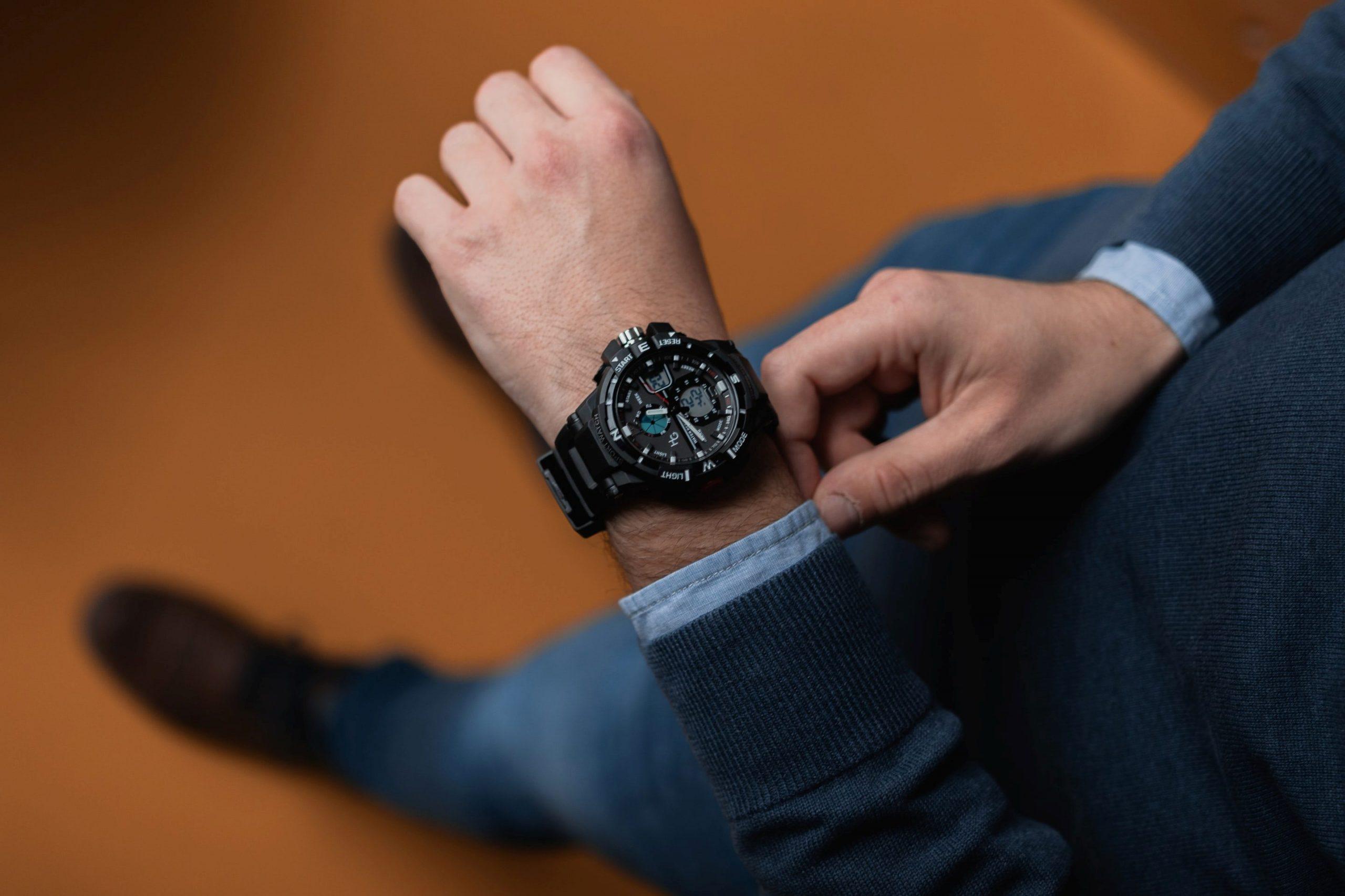 ejecutivo con reloj casio