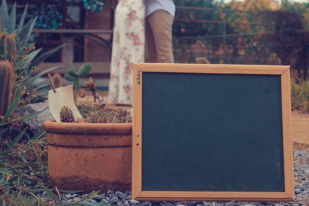pizarra para niños en el jardin