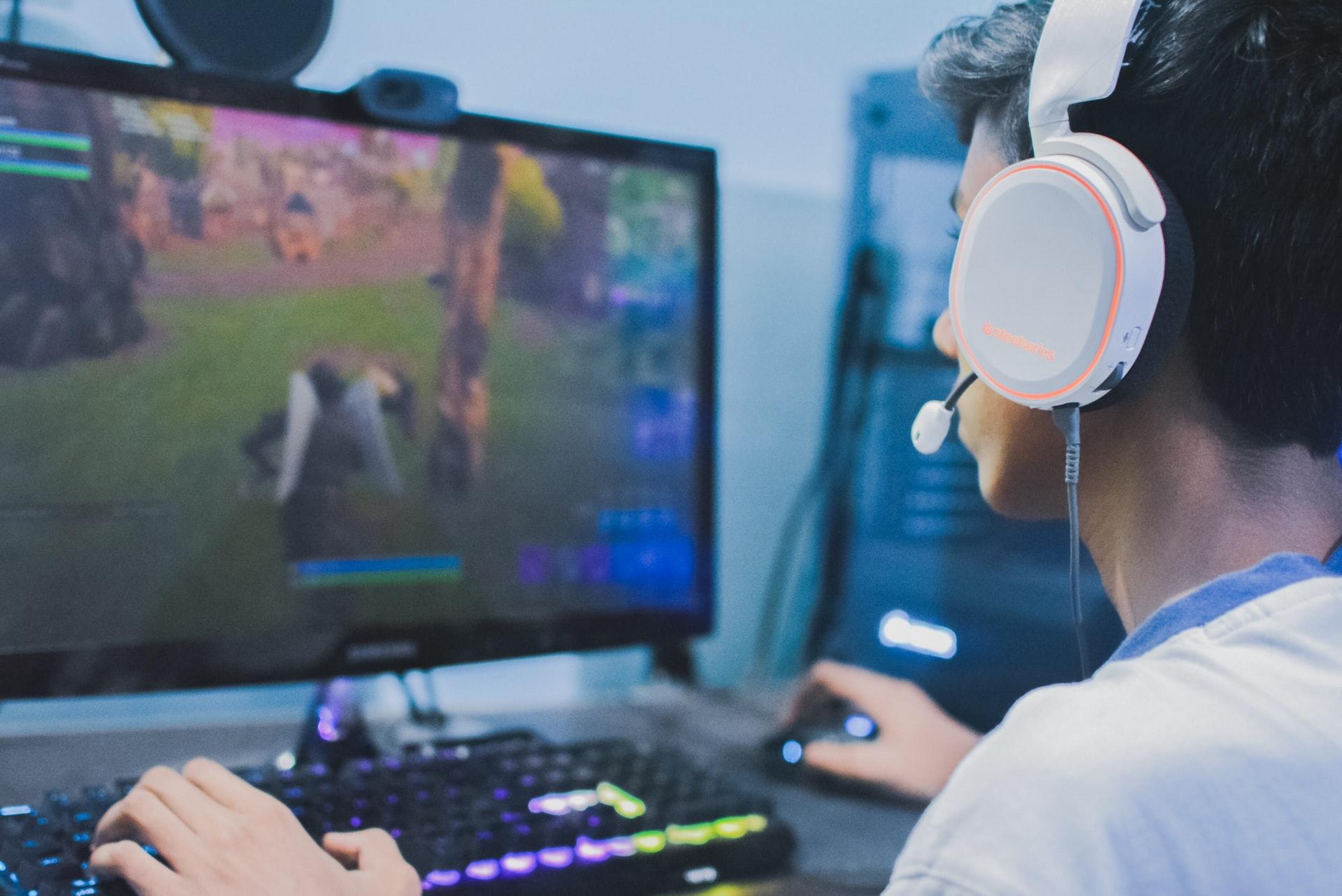 gamer jugando fornite