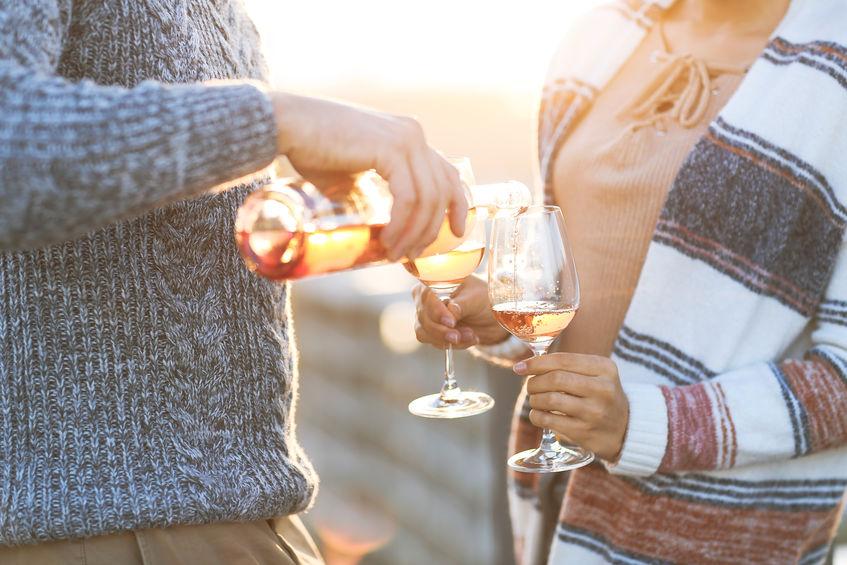 pareja con vino