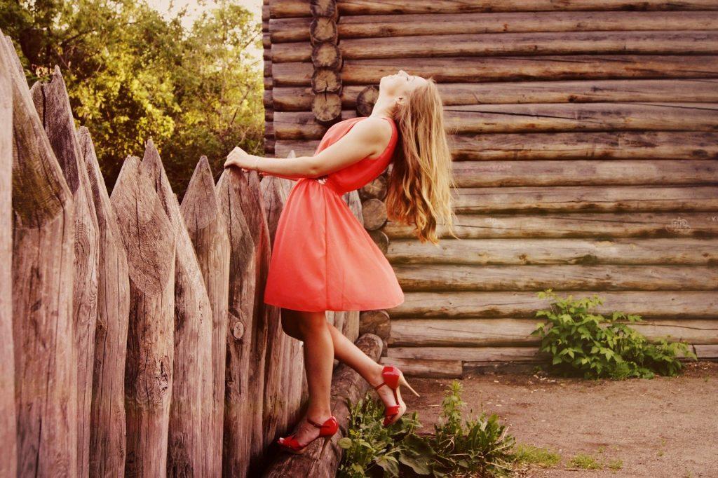 chica en jardin