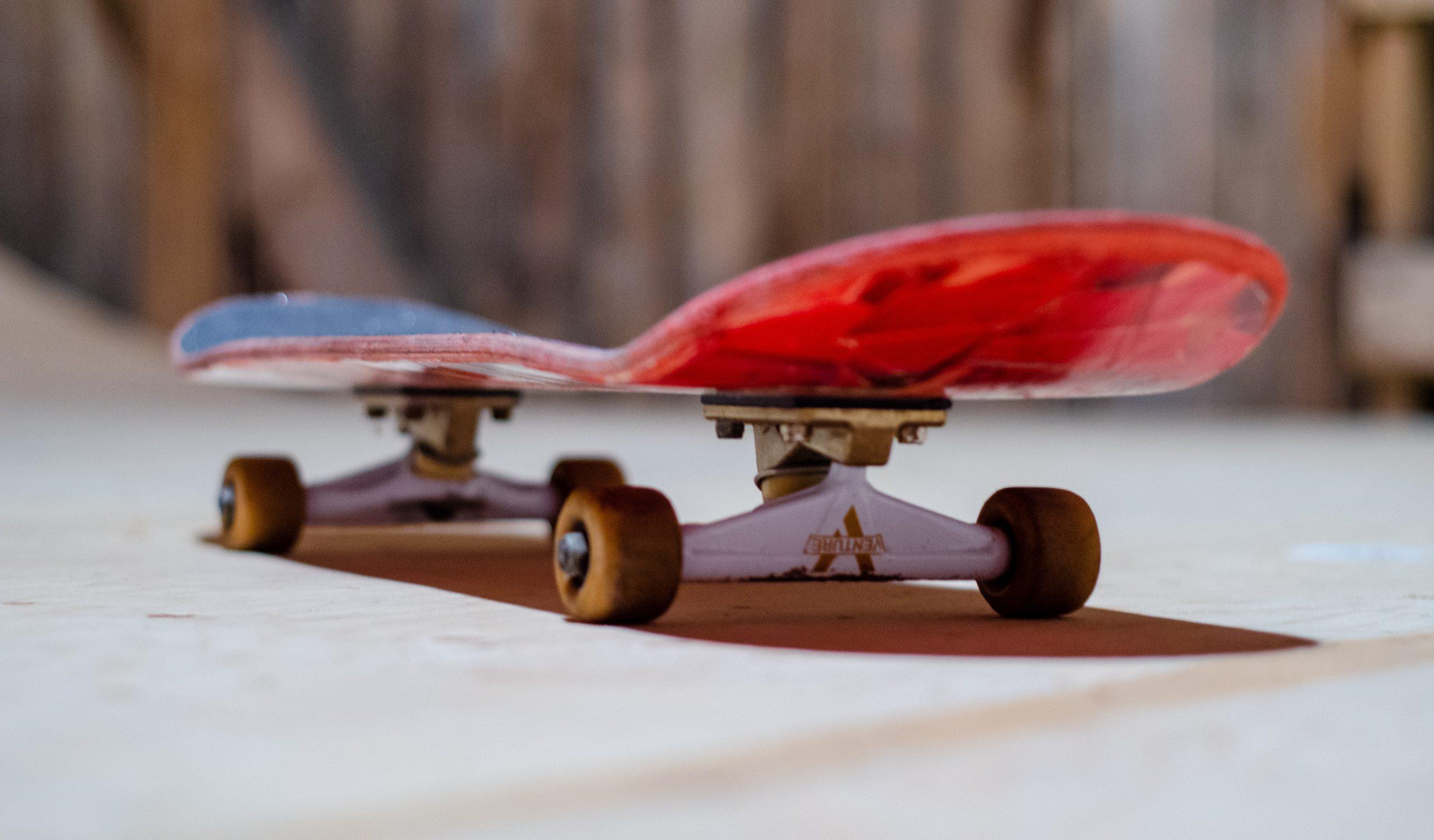 tabla de skate en parque