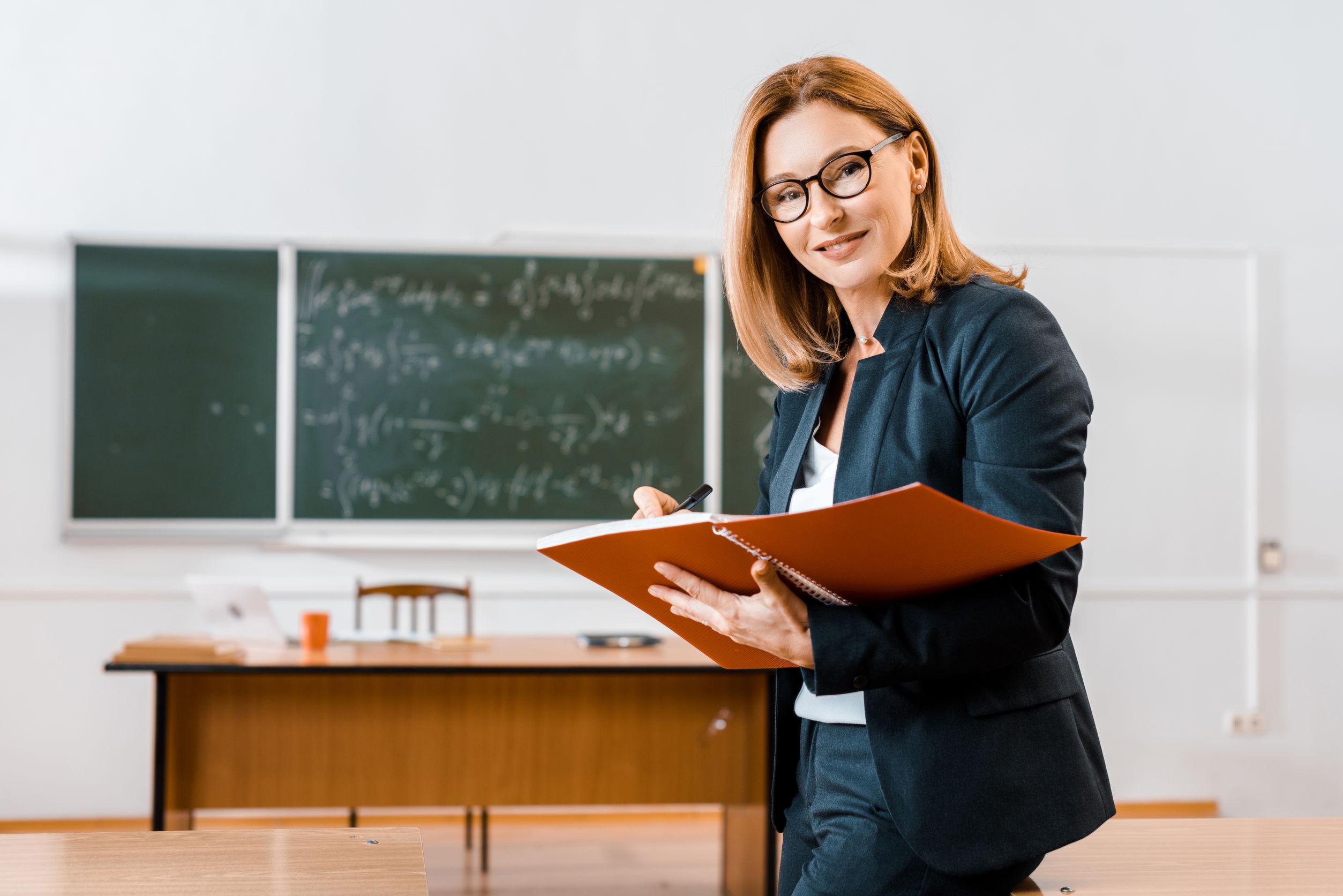 chica profesora