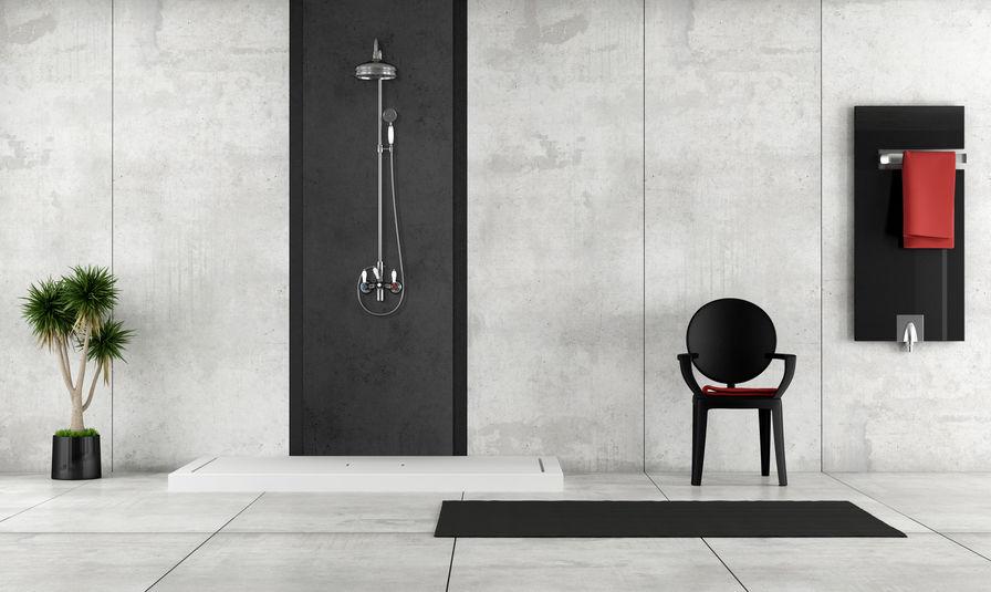 silla de ducha en baño moderno